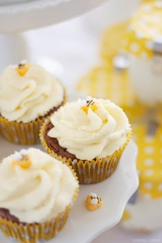 "Dreierlei Liebelei: Rezept für Double-Chocolate-Cupcake sowie ""What it will bee""-Sweet Table Rezepte"