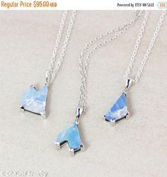 Vertreter der Oktober Geburtssteine und den nationalen Edelstein Australiens, diese Sammlung von blau Australian Opal Doublet Halsketten sind nur als