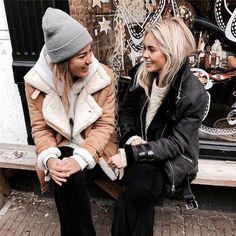 Take a look at 27 cold weather outfits for school in the photos below and get ideas for your own casual winter outfits. Fall Winter Outfits, Winter Wear, Autumn Winter Fashion, Winter Hats, Winter Jackets, Winter Chic, Casual Winter, Cold Weather Outfits For School, Mode Outfits