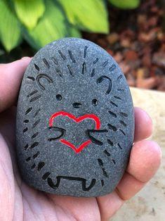 Painted Rock Animals, Painted Rocks Craft, Hand Painted Rocks, Painted Pebbles, Painted Stones, How To Paint Rocks, Painted Garden Rocks, Painted River Rocks, Mandala Painted Rocks