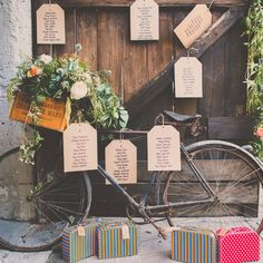 Un plan de table sur une bicyclette - DIY ideas for seating plans French Wedding, Rustic Wedding, Tableau Marriage, Beauty And More, Bicycle Wedding, Wedding Table Seating, Seating Cards, Table Plans, Reception Decorations