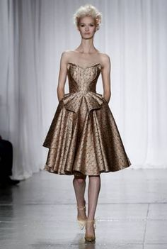 Zac Posen 2014: gold elegance in this dress
