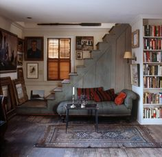 love the stairs - Home of American painter John Down. Shot for ELLE DECOR by William Waldron Elle Decor, Sweet Home, Home Fashion, My Dream Home, Interior Inspiration, Library Inspiration, Interior Ideas, Interior And Exterior, Beautiful Homes