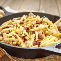 Patrick Swayze's Penne With Chicken And Sun Dried Tomatoes - Patrick Swayze is famous for his dance moves in Dirty Dancing and for this creamy chicken and penne pasta dish. Batch Cooking, Dried Tomatoes, How To Cook Pasta, Pasta Dishes, Snacks, Pasta Recipes, Italian Recipes, Food Inspiration, Macaroni And Cheese