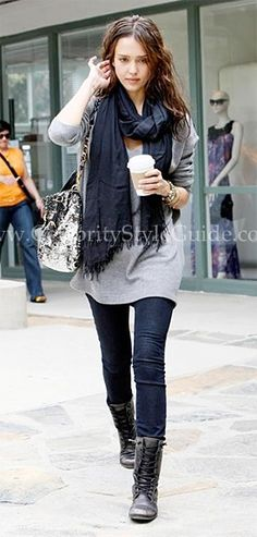 Jessica Alba: Black scarf, grey oversized sweater, skinny jeans, black lace-up booties. Combat Boot Outfits, Combat Boots, Fall Outfits, Casual Outfits, Outfit Winter, Meagan Good, Celebrity Style Guide, Jessica Alba Style, Lace Up Booties