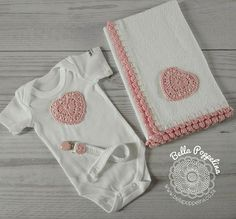 A tiny little onesie with a matching burp-cloth and dummy chain with heart applique detail. Made with 100% Cotton www.bellapoppelina.co.za © Copyright Bella Poppelina