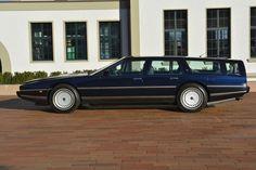 Deze links gestuurde Aston Martin Lagonda Shooting Brake uit 1987 met slechts 39.000km op de teller wordt te koop aangeboden door Emil Frey Classics AG...