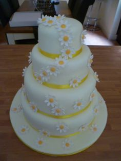4-tier wedding cake with daisy chain by Truly Scrumptious, Wedding & Events, Peterborough.  www.truly-scrumptious-events.co.uk