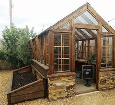 Get inspired ideas for your greenhouse. Build a cold-frame greenhouse. A cold-frame greenhouse is small but effective. Diy Small Greenhouse, Diy Greenhouse Plans, Backyard Greenhouse, Backyard Landscaping, Greenhouse Wedding, Greenhouse Shelves, Cheap Greenhouse, Portable Greenhouse, Greenhouse Interiors