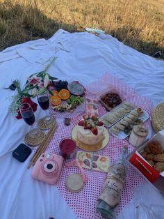 Picnic Date, Summer Picnic, Summer Baby, Picnic Foods, Kulfi, Summer Bucket Lists, Aesthetic Food, Cute Food, Tea Party