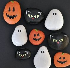 Halloween Rock Magnets - fun idea for kids crafts too Halloween Rocks, Halloween Crafts For Kids, Halloween Projects, Holidays Halloween, Happy Halloween, Halloween Party, Halloween Kitchen Decor, Halloween Labels, Toddler Halloween