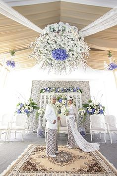 Melayu Deli Wedding of Vina and Dimas Rustic Wedding Gowns, Fall Wedding Bouquets, Rustic Wedding Dresses, Trendy Wedding, Dress Wedding, Foto Wedding, Kebaya Wedding, Muslimah Wedding Dress, Wedding Venue Decorations