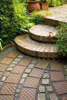 Brick steps and interesting pavers Garden Steps, Garden Paths, Outdoor Landscaping, Outdoor Gardens, Front Door Steps, Front Walkway, Landscape Bricks, Brick Steps, Dream Garden