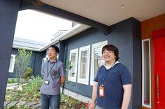 あいさつする遠藤先生と田村先生