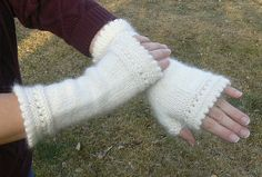 Susie Rogers Reading Mitts pattern.  Recommended yarn Cascade Cloud, Debbie Bliss Rialto DK, Debbie Bliss Cashmerino, Cascade Superwash Sport.  Yarns can be found at Knit & Pearls in Avon CT