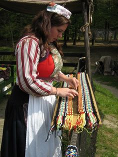 Look at the site, simply heavenly vintage.Hand weaving a traditional scarf as worn in the town of Marken.