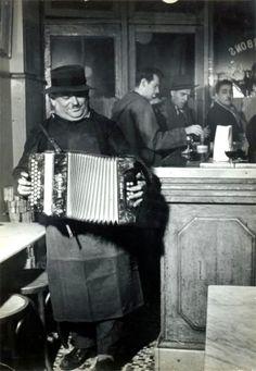 The accordionist Paris 1955 Robert Doisneau