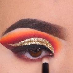 Glittery eye look tutorial idea. Goth Eye Makeup, Dead Makeup, Makeup Eye Looks, Simple Eye Makeup, Eye Makeup Tips, Makeup Videos, Skin Makeup, Eyeshadow Makeup, Beauty Makeup