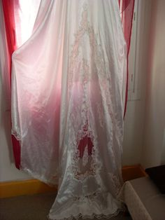Robe de mariée perlée d'occasion avec traîne et voile court