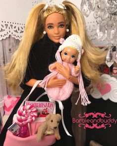 Lovely mum and baby. Barbie Kids, Barbie Family, Barbie Kelly, Barbie And Ken, Make A Family, Happy Family, Mini Vacation, Vacation Ideas, Sewing Barbie Clothes
