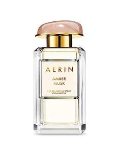 Amber Musk,50ml  - Perfumy Amber Musk łączą w sobie zmysłowość kwiatów, specyficzność bursztynu i kremowość piżma. Ambroksan nadaje zapachowi pierwsze, pełne aksamitu wrażenie, które kontrastuje z soczystą eksplozją wody kokosowej i kobiecością absolutu róży stulistnej. Długo utrzymujący się zapach żywicy benzoesowej i piżma niczym blask żarzącego się bursztynu nadaje perfumom ciepła.