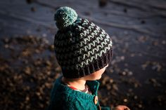 Slugs On The Refrigerator: Lake's Edge Hat - free crochet pattern in baby-adult sizes by Kat Goldin. Aran weight.