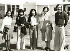 بنطرون الجارليس وقصه شعر الخنافس  صوره لطلبة الجامعه في السبعينيات