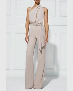 Stylish jumpsuit, perfect for office wear or as a casual outfit. Elegante Jumpsuits, Look Fashion, Womens Fashion, Sexy Fashion Style, White Fashion, Ladies Fashion, Street Fashion, Fashion Trends, Mode Outfits