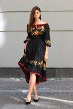 Embroidery of flowers. Size: Small to XL / *We customize bigger sizes. Mexican Style Dresses, Mexican Outfit, Fiesta Outfit, Dress Outfits, Casual Dresses, Fashion Dresses, Mexican Fashion, Boho Midi Dress, Look Boho