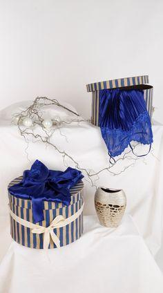 Welche Lady würde sich nicht gern in diesen blauen Morgenmantel hüllen? #Mode #Morgenmatel
