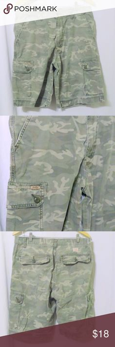 """Men's LEVI'S Levi Strauss Camo Cargo Shorts These cargo shorts are made by Levi Strauss and are a size 33. The shorts are done in a 100% cotton with a green camouflage pattern. Actual measurements are: Waist 36"""", hips 48"""", inseam 11"""". In great condition! Signature by Levi Strauss Shorts Cargo"""