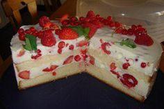 Plus Rezepte: Frische Beeren-Dickmilch-Torte