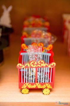 Amor a primeira vista nesta linda esta Festa Circo.Imagens enviadas por Ana Karolina Bezerra Cavalcanti @anakarolinabcLindas ideias e muita inspiração.Uma semana maravilhosa para todo mundo...