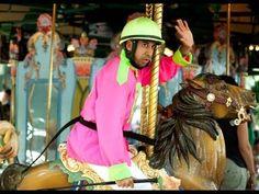"""メリーゴーラウンドへプレゼントを (Improv Everywhere """"Carousel Horse Race"""")"""