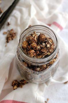 vegan chocolate granola (oil-free) | love me, feed me