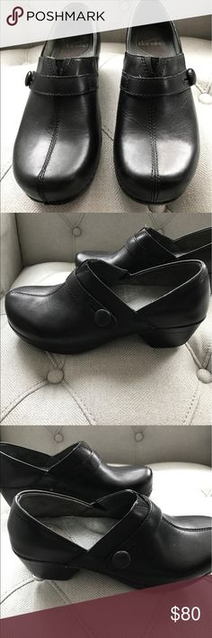 Dansko shoes size 37 ( size 6.5-7) These adorable Dansko shoes have only been worn once. They are in excellent condition. Size 37 which is a US 6.5 -7. I say closer to a 6.5. If you have to be on your feet all day, Dansko shoes are the only way to go! Dansko Shoes Mules & Clogs