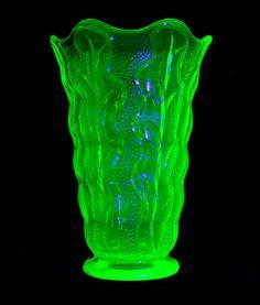 Art Glass British Candid Vintage Green Uranium Glass Bagley Bowl-carnival Design-unusual Shape