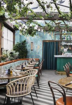 restaurant interieur Restaurant Design - Pink Mamma Paris: A Go-To Eclectic Restaurant, Decoration Restaurant, Deco Restaurant, Colorful Restaurant, Restaurant Recipes, Marche Restaurant, Farmhouse Restaurant, Online Restaurant, Restaurant Lighting