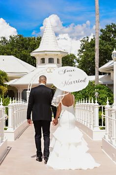 """We are in love with this """"Just Married"""" parasol spotted at Disney's Wedding Pavilion"""