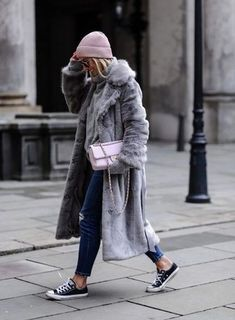 All the faux fur coat outfit inspiration you need is here! From street style to casual wear, these are the top 10 ways to make a statement with a fur coat. Winter Fashion Outfits, Fashion Weeks, Fall Winter Outfits, Look Fashion, Autumn Winter Fashion, Womens Fashion, Fall Fashion, Sporty Fashion, Autumn Style