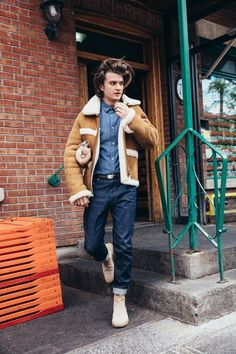 Stranger Things star Joe Keery romped around Montreal in this fall's best designer jackets and talked to us about the Netflix show's blockbuster second season. Stranger Things Joe Keery, Stranger Things Aesthetic, Millie Bobby Brown, Pretty People, Beautiful People, Beautiful Joe, Beautiful Children, Joe Kerry, Model Tips