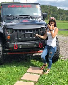 Women who love Jeeps make up a unique subculture within the culture of Jeep enthusiasts that are part of a larger group or culture of enthusiasts. These women are like-minded, embrace new people and Jeep Wrangler Girl, Jeep Wrangler Unlimited, Jeep Wranglers, Jeep 4x4, Jeep Truck, Trucks And Girls, Car Girls, Country Girl Life, Country Boys
