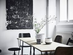 This styling in Sweden is inspired by the concept of home/atelier.It makes me think that is possible to create a beautiful workspace corner..