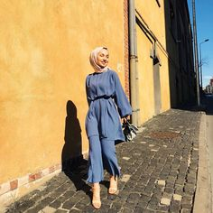 Hijab Set Outfit That Every Fashion Girl is Wearing Now Hijab Fashion Summer, Modest Fashion Hijab, Modern Hijab Fashion, Casual Hijab Outfit, Hijab Chic, Muslim Fashion, Modest Outfits, Hijab Mode, Hijab Fashionista