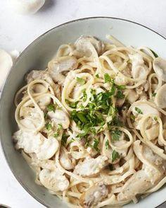 De combinatie van gebakken paddenstoelen, 2 soorten!, room en knoflook is overheerlijk. De perfecte saus voor lekker lange linguine slierten.