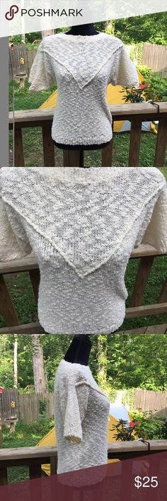 50% OFF BUNDLES Vintage Sweater Very cute vintage sweater. Excellent condition. Chaus Sweaters Crew & Scoop Necks