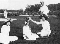 Tatiana, Anastasia, Olga and Nicholas, II