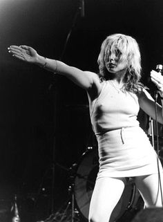 """Deborah Ann """"Debbie"""" Harry (born July is an American singer-songwriter and actress, best known as the lead singer of the new wave and punk rock band Blondie. Blondie Debbie Harry, Debbie Harry Style, Debbie Harry Hot, New Wave, Rock And Roll, Mundo Musical, Stoner Rock, Space Ghost, Beautiful People"""