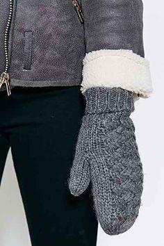 BDG Basket Weave Fleece-Lined Mitten - Urban Outfitters