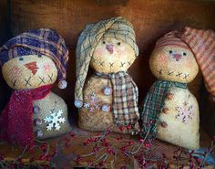 Super cute, primitive snowmen with long stocking caps !! Primitive snowmen - primitive decor - Christmas decor -